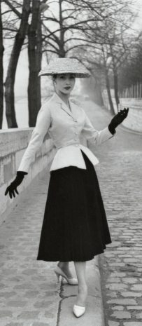 bar-suit-hat-christian-dior1947