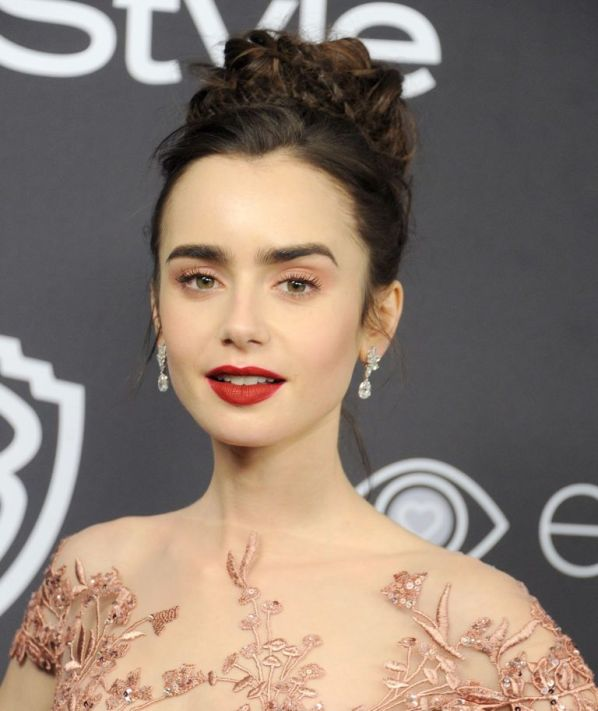 gallery-1483985164-lily-collins-golden-globes-2017